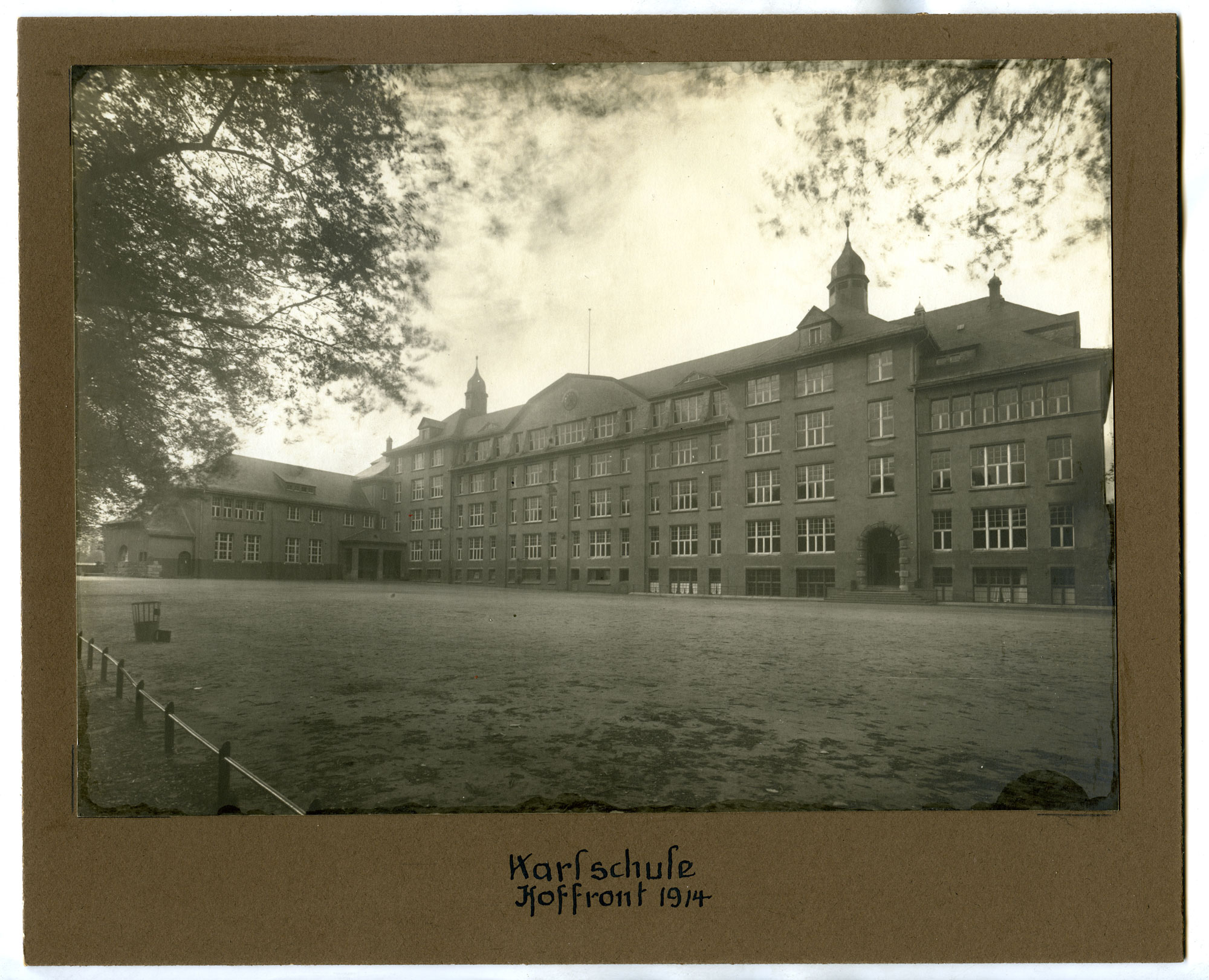 Karlschule Rueckansicht 1914